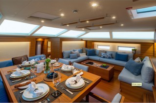 SW102RS Sailing Yacht Farfalla - Dining - Photo Alain Proust.png
