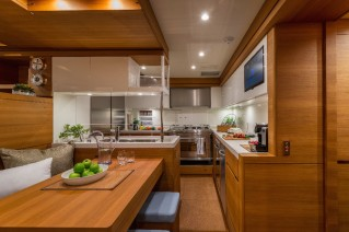 SW102RS Sailing Yacht Farfalla - Galley - Photo Alain Proust.png