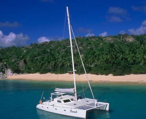 Catamaran SWISH