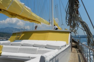 SY AKANA - Foredeck seating