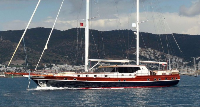 Sailing yacht Dragonfly 39m
