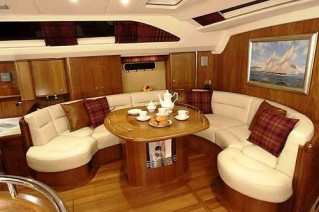 SY MUSTIQUE -  Saloon Sistership