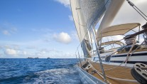 SY SIMPLE HARMONY - Starboard view sailing