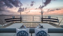 SY TWILIGHT - Aft deck by night