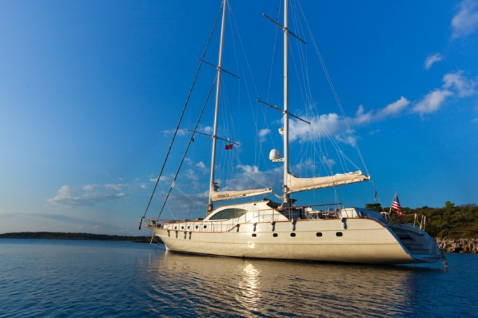 Sailing yacht MISS B