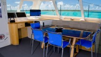 Sailing Catamaran Zenyatta - interior dining