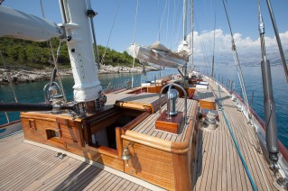 Sailing Yacht HELIYACHTS 115 ON DECK