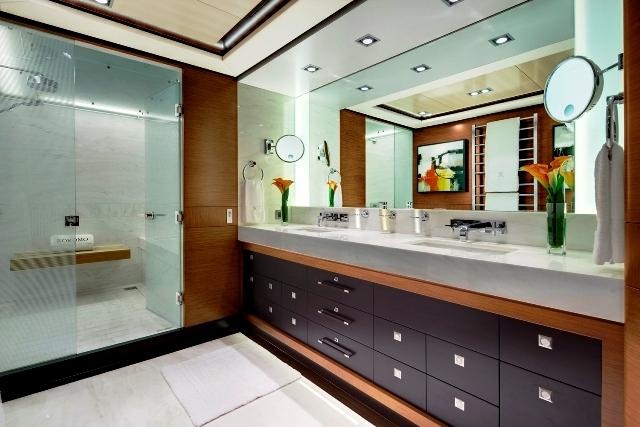 yacht kokomo iii the master ensuite bathroom 2 luxury yacht image