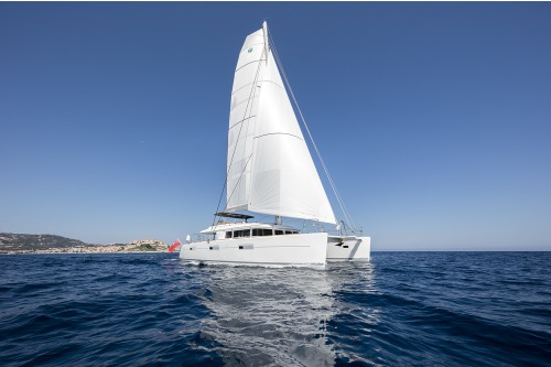 Sailing catamaran TWIN