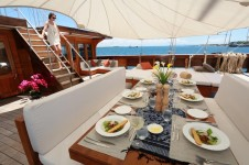 Sailing ketch LAMIMA - Alfresco dining