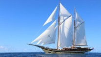 Sailing ketch LAMIMA - Main