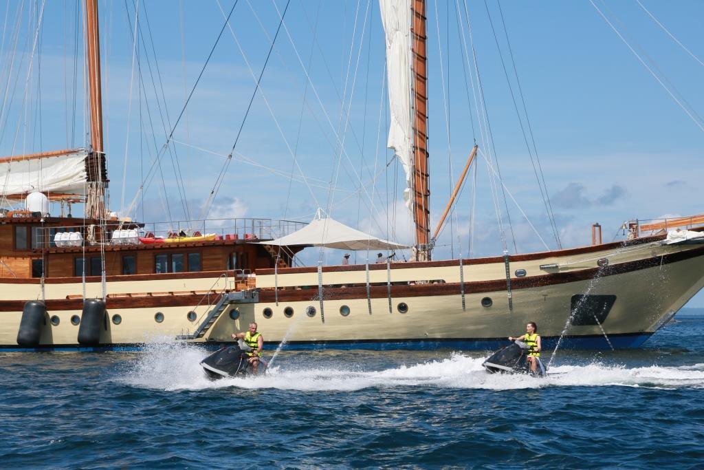 Sailing ketch LAMIMA - Water sports