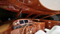 Sailing yacht GLORIOUS -  Helm