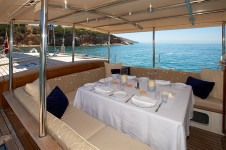 Sailing yacht KEALOHA -  Dining on deck