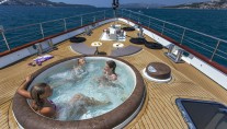 Sailing yacht NAVILUX -  On Deck Spa Pool