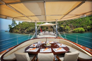 Sailing yacht REGINA - On Deck Dining