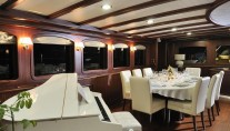 Sailing yacht REGINA - Salon with piano