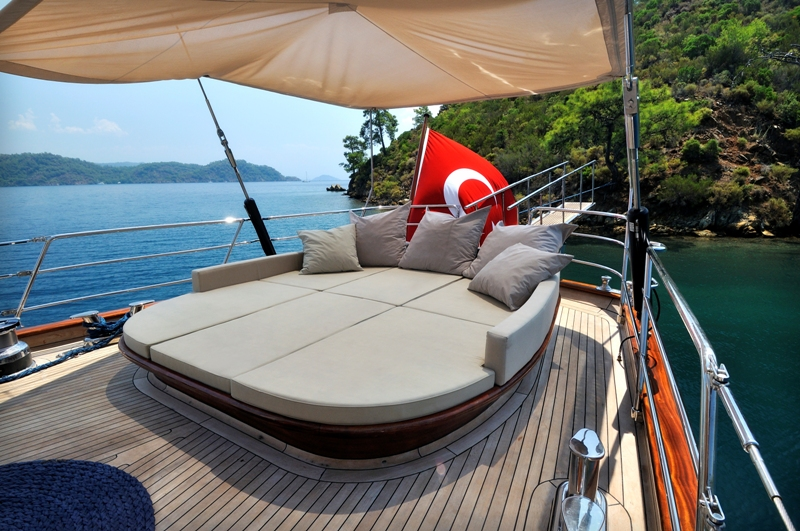 Sailing yacht REGINA - Sunbeds