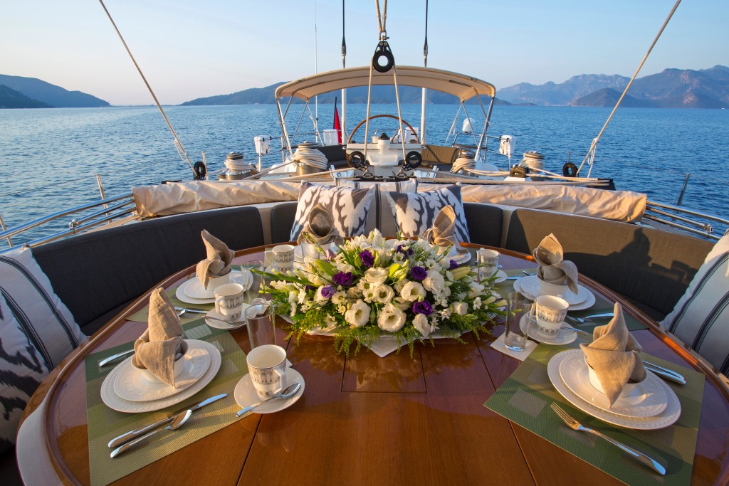 Sailing yacht SAVARONA - Alfresco dining