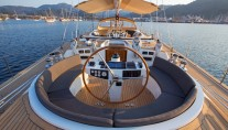 Sailing yacht SAVARONA - Helm and seating