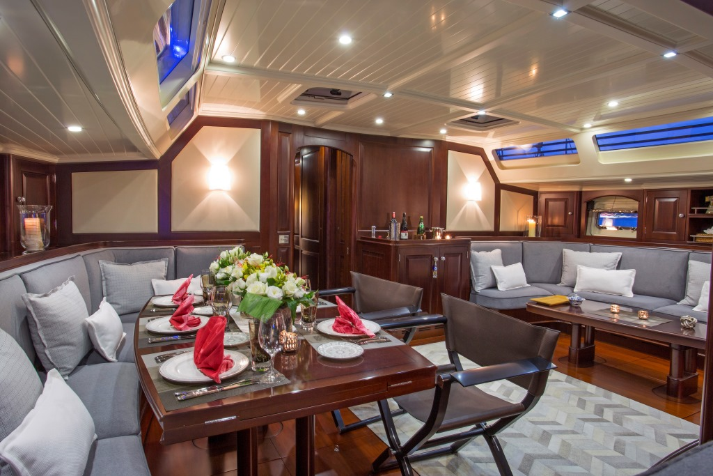 Sailing yacht SAVARONA - Salon and dining