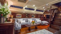 Sailing yacht SAVARONA - Salon lounge