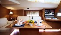 Sailing yacht SHOOTING STAR -  Dining table