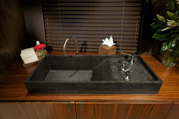 Sailing yacht Sarissa -  Bathroom detail