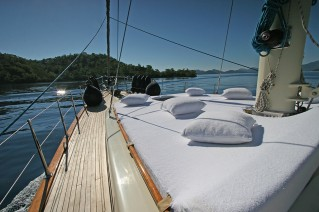 Sailing yacht TANGO CHARLIE - Foredeck Sunpads