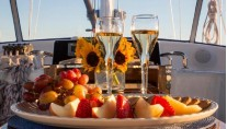 Sailing yacht VOO DOO -  Nibbles