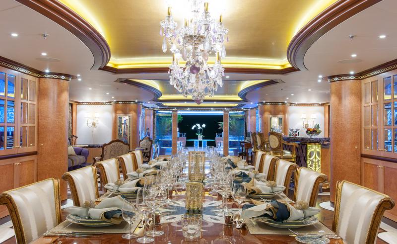 Luxury yacht charter solandge project niki solandge yacht main deck din - Interieur bateau de luxe ...