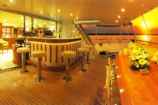 Spirit of Sovereign Bar aft cockpit