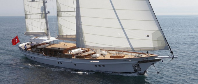 Sailing Yacht IN LOVE