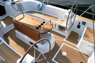 Sun Odyssey 45.2 steering stations