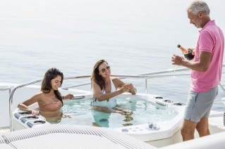 Sunseeker FLEUR - enjoying the superyacht lifestyle in a jacuzzi pool tub