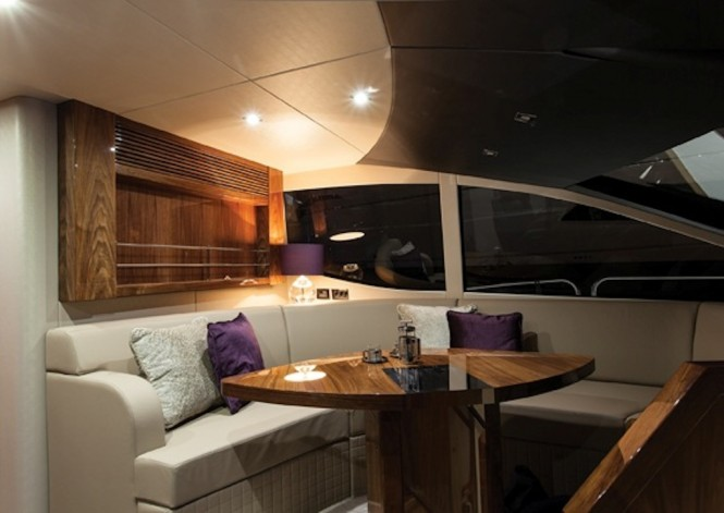 Sunseeker HIGH ENERGY yacht - Helm observation area