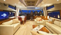 Sunseeker Phantom  Dining room and relaxing area