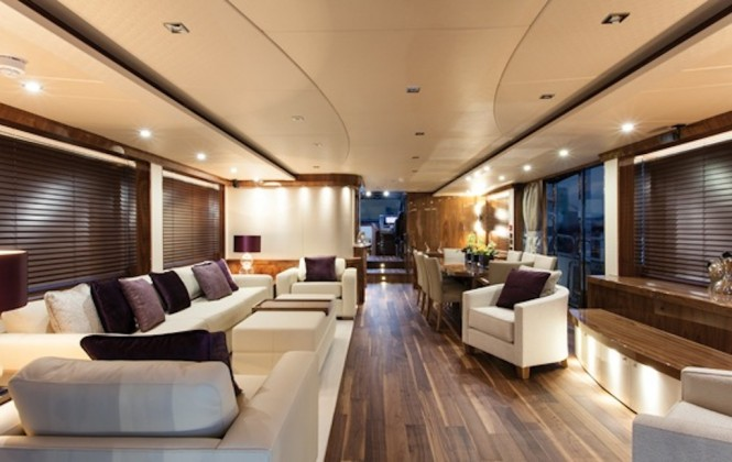 Sunseeker super yacht HIGH ENERGY - Saloon