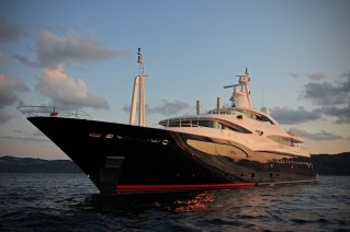 Superyacht Blue Eyes London - Exterior