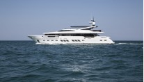 Superyacht Dreamline 34m underway