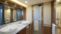 Superyacht MCY 86 - Owners Cabin - En Suite