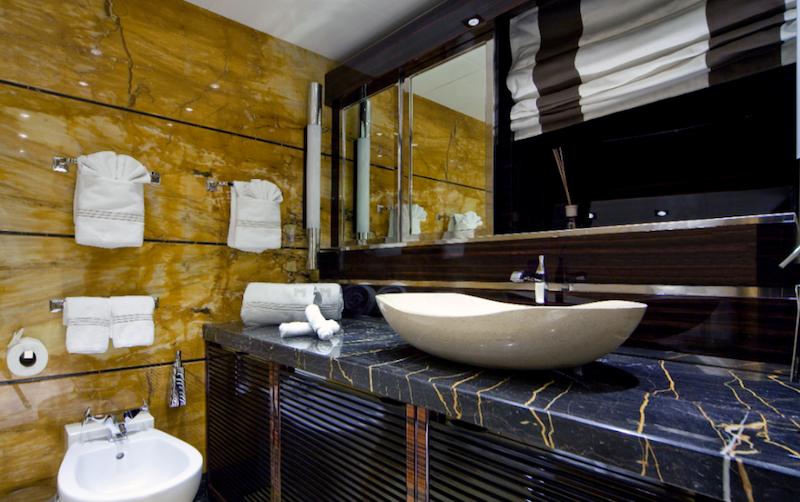 Luxury Yacht Charter Superyacht Manifiq By Mondomarine - Bathroom