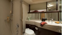 Superyacht Oyster 725 - Bathroom