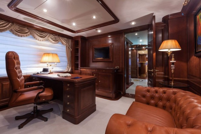 Superyacht PRIDE -  Master Cabin Office