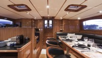 THIS IS US yacht (ex SKYLGE) - Pilothouse