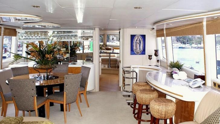 Tres hermanos iii yacht charter details lazzara 76 for 2 hermanos salon