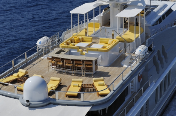 The Yacht OBSESSION - Sundeck