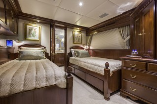 Trinity motor yacht CHEVY TOY 142 - Twin Cabin