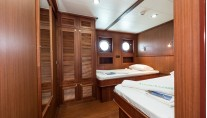 Twin configuration - Charter yacht Chronos