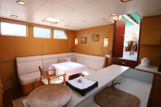 VONGOLE - Salon looking aft